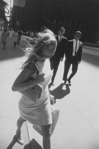 Garry Winogrand,New York,sidewalk,trottoir,photo,mode,minijupe,miniskirt