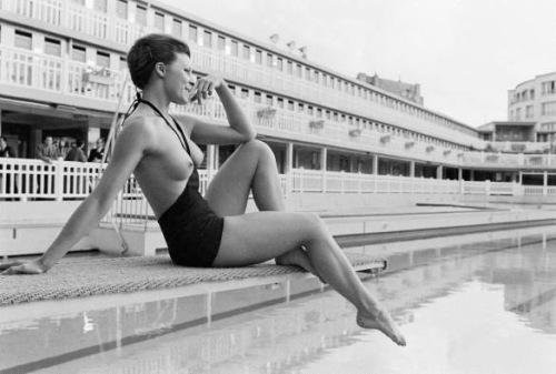 daphne dayle,paul schutzer,piscine molitor,life magazine,monokini,paris