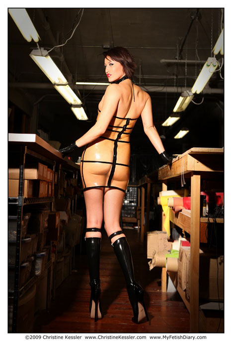 Ryan Keely,Christine Kessler,latex,robe,cage,cagerobe