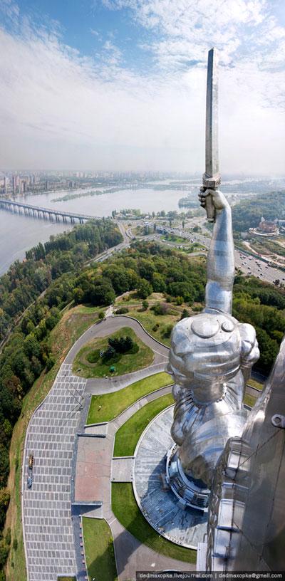 Statue de la mère Patrie, Kiev